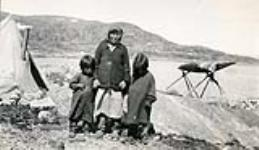 MIKAN 5276196 [Indigenous woman] and children. 21 July 1936. [[Indigenous woman] and children., 21 July 1936.]