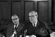 MIKAN 4085977 P.M. Lester Pearson's Press Conference. Re:  Acquisition Nuclear Warheads  0000 [105 KB]