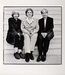 MIKAN 4169902 Yvonne, Cécile et Annette Dionne  1999. [194 KB, 1000 X 1159]