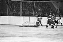 MIKAN 4169299 Paul Henderson scoring the winning goal in game 7  1972. [173 KB, 1000 X 670]