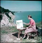 MIKAN 4312086 Sketching on the Scarborough Bluffs, Guild of All Arts, on Lake Ontario, near Toronto.  July 1951. [221 KB, 1000 X 1010]