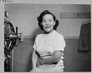 MIKAN 4313656 Mlle Paulette Anerodluk, infirmière auxiliaire du ministère du Nord canadien et des Ressources nationales. juin 1955 [Mlle Paulette Anerodluk, infirmière auxiliaire du ministère du Nord canadien et des Ressources nationales., juin 1955]