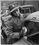 MIKAN 4309681 Women's Army, Ottawa.Woman in Uniform Wiping Window of Car. December 1941 [158 KB, 1000 X 1146]