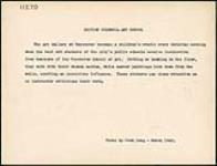 MIKAN 4317981 Un professeur d¿art exprime ses commentaires à des étudiants lors d¿un cours du samedi matin donné à la Vancouver Art Gallery. mars 1945 [Un professeur d¿art exprime ses commentaires à des étudiants lors d¿un cours du samedi matin donné à la Vancouver Art Gallery., mars 1945]