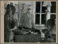 MIKAN 3315636 Red fox skin - Lac la Ronge in Northern Saskatchewan  March 1945. [176 KB, 1000 X 747]