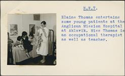 MIKAN 5196003 [Elaine Thomas entertaining three young patients with a puppet]. [between 1955-1963] [[Elaine Thomas entertaining three young patients with a puppet]., [between 1955-1963]]