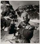 MIKAN 5196146 [Phyllis Munday taking a light metre reading]. [between 1953-1964] [[Phyllis Munday taking a light metre reading]., [between 1953-1964]]