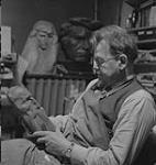 MIKAN 4325486 Hahn Emanuel, Sculptor, 1941, Emanuel Hahn in his studio   1941 [109 KB, 1000 X 1056]