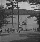 MIKAN 4326030 Halifax, nageurs dans un lieu de baignade. [ca 1939-1951] [203 KB, 1000 X 1058]