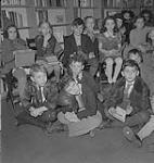 MIKAN 4315176 Children's Art Classes, Lismer's, children seated on floor. [between 1939-1951]. [166 KB, 1000 X 1055]