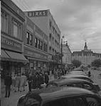 MIKAN 4315367 Saskatoon & Wheat, Saskatoon street scene . [between 1939-1951]. [156 KB, 1000 X 1049]