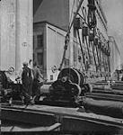 MIKAN 4315522 Saskatoon & Wheat, men operating grain loading equipment . [between 1939-1951]. [203 KB, 1000 X 1094]
