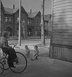 MIKAN 4315587 Toronto, two children sitting on curb, boy riding tricycle . [between 1939-1951]. [135 KB, 1000 X 1062]