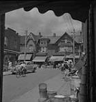 MIKAN 4315651 Toronto, street view of Kensington market. [between 1939-1951]. [142 KB, 1000 X 1060]