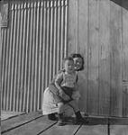 MIKAN 4328163 Vancouver.  Unidentified Woman and Child Outside. [between 1939-1951] [178 KB, 1000 X 1053]