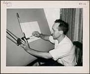 MIKAN 4365485 Le graveur belge, Étienne Borm, dans son entreprise, ETBC General Industrial Engraving, à Aylmer (Ontario). M. Born a lancé l'entreprise à l'automne 1959. [entre 1959-1960] [Le graveur belge, Étienne Borm, dans son entreprise, ETBC General Industrial Engraving, à Aylmer (Ontario). M. Born a lancé l'entreprise à l'automne 1959., [entre 1959-1960]]