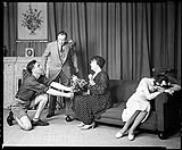 "MIKAN 4332386 Dominion Drama Festival 1937, Festival national d'art dramatique (""Heaven on Earth"", Medicine Hat Little Theatre) 30 avril 1937 [Dominion Drama Festival 1937, Festival national d'art dramatique ('Heaven on Earth', Medicine Hat Little Theatre), 30 avril 1937]"
