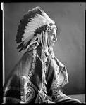 MIKAN 4333927 Maison du gouvernement - Lord Tweedsmuir en costume indien. 5 mai 1937 [Maison du gouvernement - Lord Tweedsmuir en costume indien., 5 mai 1937]
