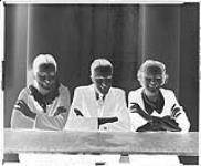MIKAN 4347593 Frances, Dorthy, et Myles Larkin (groupe) 15 février 1936 [Frances, Dorthy, et Myles Larkin (groupe), 15 février 1936]