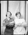 MIKAN 4347971 Mme K. Alderson and Molly. 13 avril 1936 [Mme K. Alderson and Molly., 13 avril 1936]