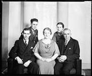 MIKAN 4348019 Monsieur and Madame W.K. Eastman (et la famille) . 13 avril 1936 [Monsieur and Madame W.K. Eastman (et la famille) ., 13 avril 1936]
