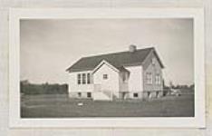 MIKAN 4673865 [Externat indien (deuxième vue), réserve de l'île Manitoulin (Ontario), vers été 1938]. Vers juin à septembre 1938 [[Externat indien (deuxième vue), réserve de l'île Manitoulin (Ontario), vers été 1938]., Vers juin à septembre 1938]