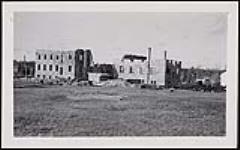 MIKAN 4673936 [Vue de l'école partiellement construite avec des matériaux de construction, Pensionnat indien de Cross Lake (Manitoba), septembre 1938]. septembre 1938 (Cross Lake, September 1938) [[Vue de l'école partiellement construite avec des matériaux de construction, Pensionnat indien de Cross Lake (Manitoba), septembre 1938]., septembre 1938]