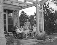 MIKAN 4759517 H.R.H. Princess Juliana with Queen Wilhelmina, Prince Bernhard, and 3 Princesses at house, July 1, 1943  1943. [H.R.H. Princess Juliana with Queen Wilhelmina, Prince Bernhard, and 3 Princesses at house, July 1, 1943, 1943.]
