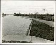 MIKAN 5066145 Federal District Improvement Commission Records. Looking east along south bank of Canal from Hartwell`s Locks. November 5, 1929 [Federal District Improvement Commission Records. Looking east along south bank of Canal from Hartwell`s Locks., November 5, 1929]