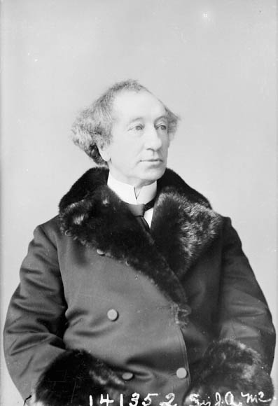 Link to the profile of the prime minister Sir John Alexander Macdonald