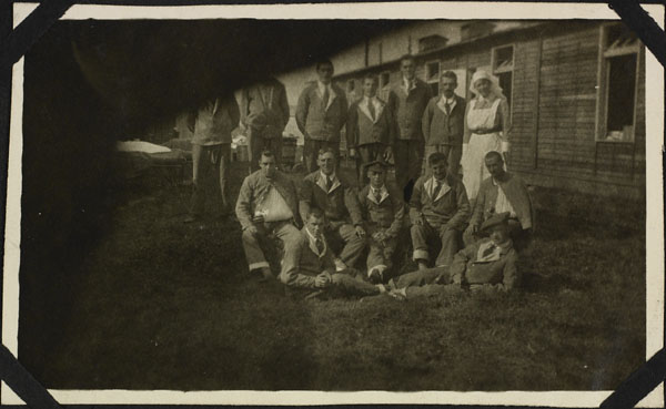 Photograph of an unidentified nursing sister with patients of Ward 8, No. 2 Canadian General Hospital, Le Tréport, France, 1917