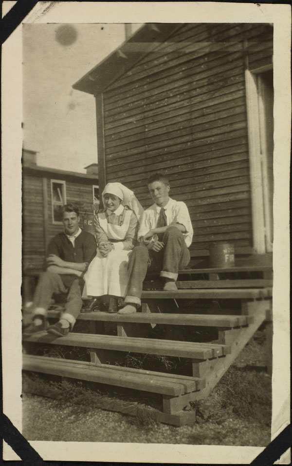 Photograph of nursing sister Lillias Morden with two patients, No. 2 Canadian General Hospital, Le Tréport, France, 1917